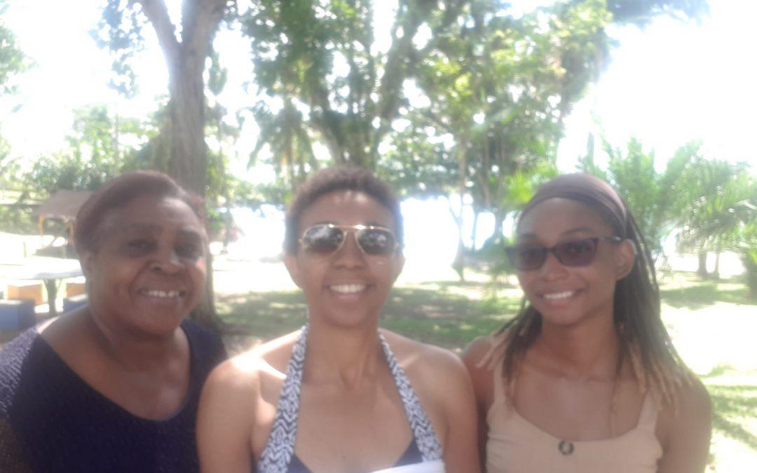Les membres de la Mission Cinéma Caraïbe ont organisé une réunion-détente à la plage de la Datcha